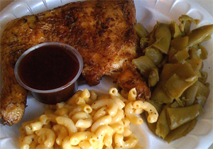 plate of bbq chicken, green beans, mac'n'cheese