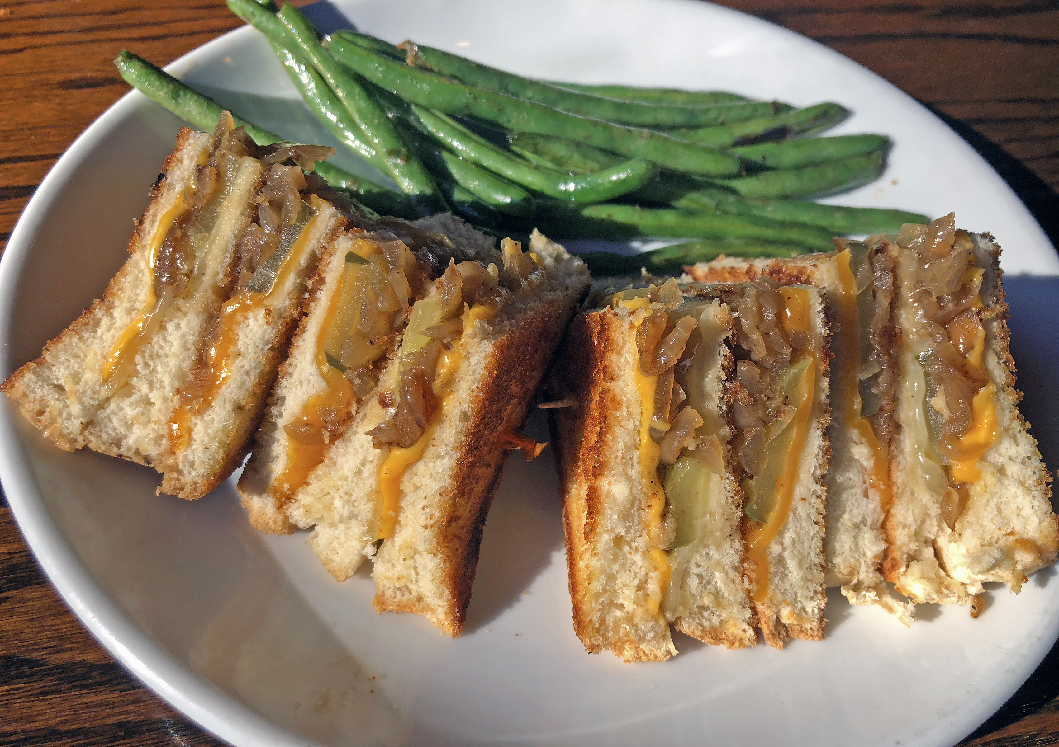 Cozy lunches at Old Louisville Tavern and bar Vetti warm our icy ...