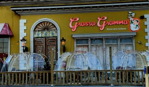 Single-table plastic domes make social distancing and heating easy for outdoor diners at Grassa Grama. With abundant string lights overhead, the restaurant in Holiday Manor shows a festive mood.
