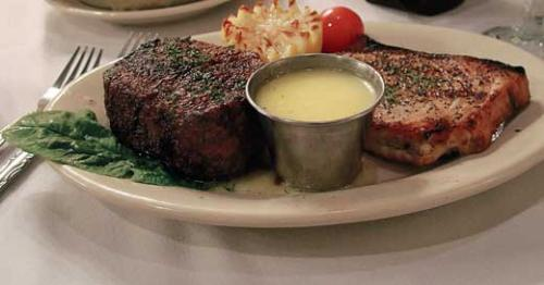 Del Frisco's plays for high steaks and wins